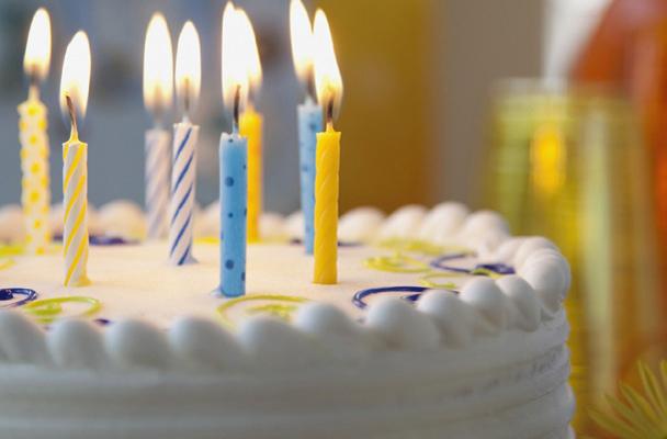 3.</p><h3>Ceremonia de<br />cumpleaños</h3><p>